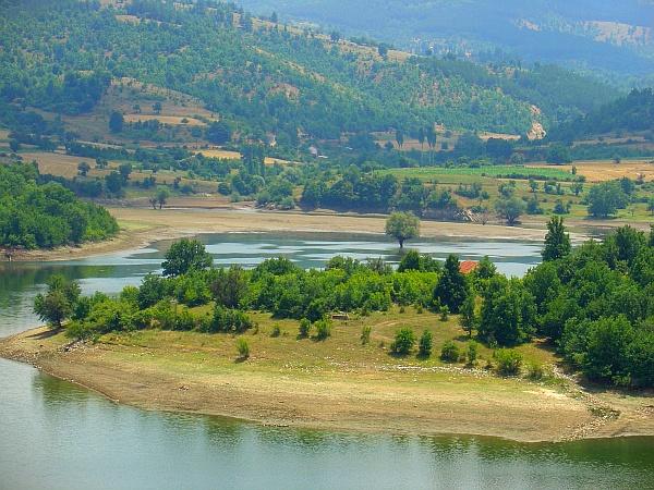 Езерото Калиманци располага со голем туристички потенцијал!