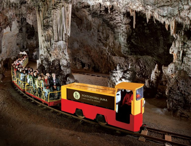Постојнска Јама – волшебната пештера