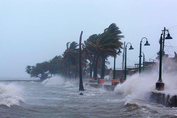 Харви и Ирма – најразорни урагани кои ја погодија Америка во последниот век!