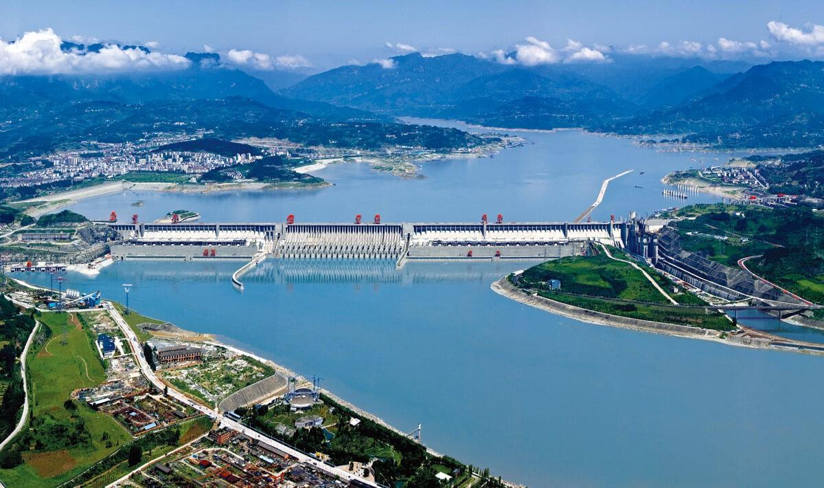 """""""ТРИ КЛИСУРИ"""" – Најголемиот хидроенергетски објект во светот"""