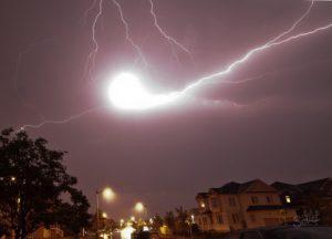 Мистеријата на топчестите молњи