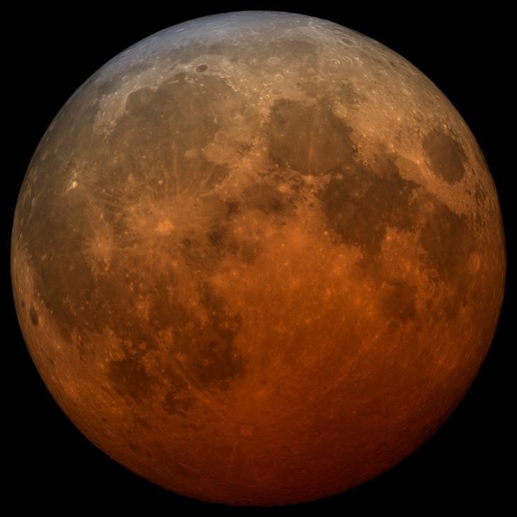 Денес не очекува астрономски спектакал: Целосно затемнување на Месечината (крвава супермесечина)