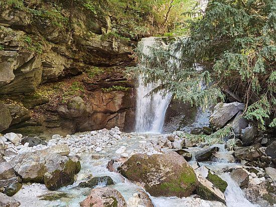 Летно освежување до водопадот и изворите на реката Бабуна!