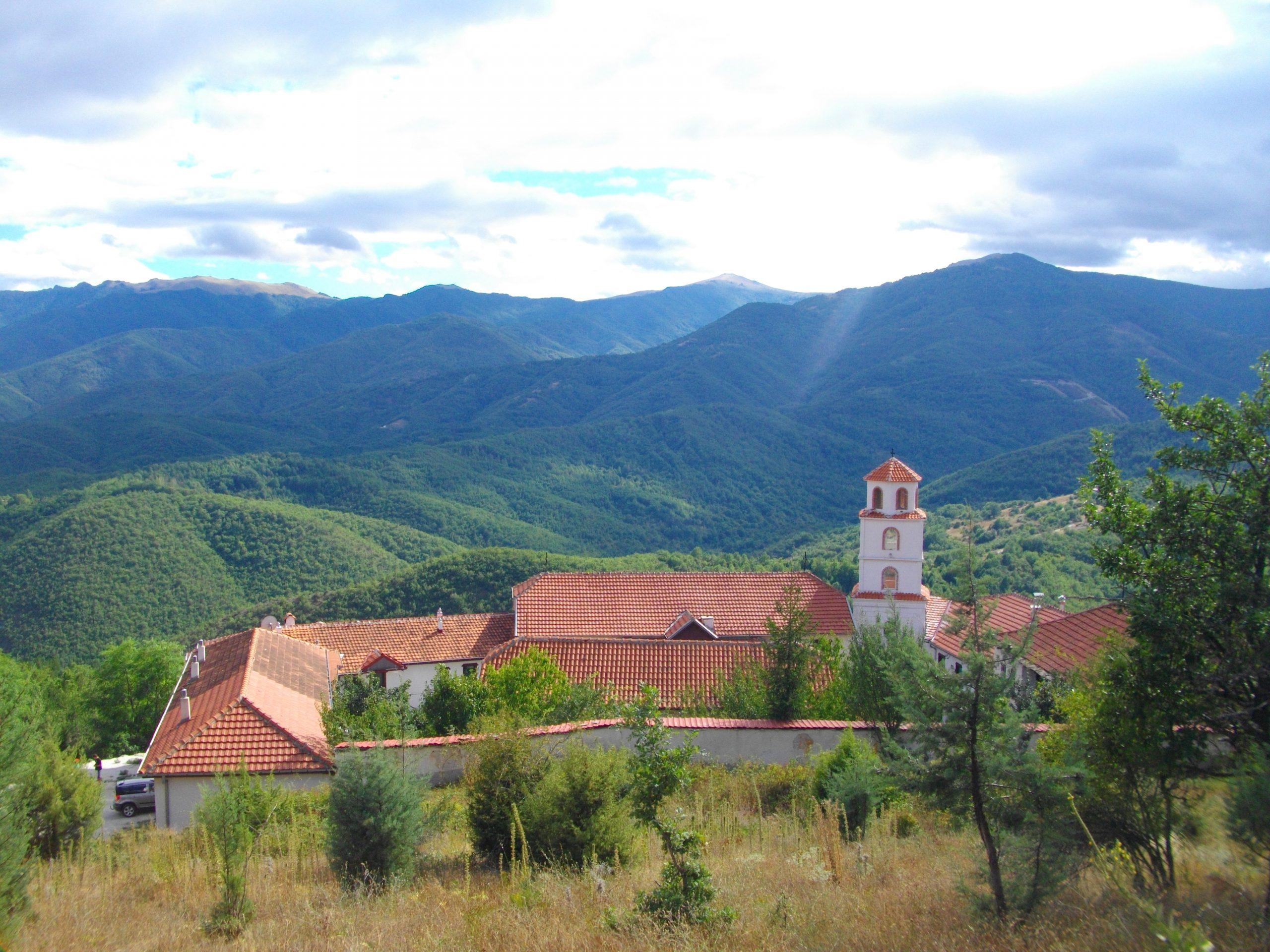 Поречки Манастир – Боженствена убавина и мир на падините на планината Добра Вода